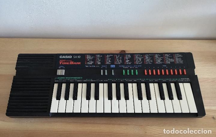 PIANO VINTAGE CASIO SA-10 FUNCIONA (Música - Instrumentos Musicales - Teclados Eléctricos y Digitales)