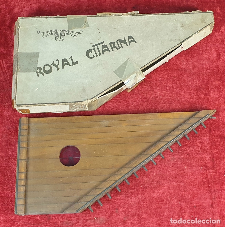 ROYAL CITARINA. CÍTARA. 15 CUERDAS. DIATÓNICA. CAJA DE MADERA. CIRCA 1950. (Música - Instrumentos Musicales - Percusión)