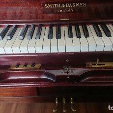 Instrumentos musicales: PIANOLA-PIANO SMITH&BARNES. SE ENTREGA A PIE DE CALLE O SUBIDA A SU PISO. Lote 176479554
