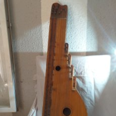 Instrumentos musicales: INSTRUMENTO MUSICAL TRADICIONAL CUERDAS GRECIA CITERA. Lote 177487613