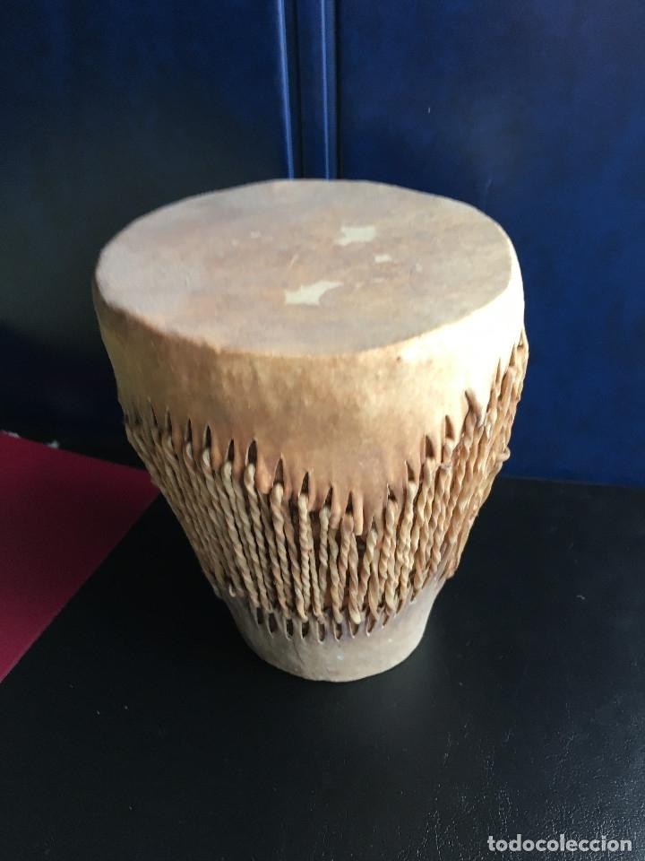 PEQUEÑO TAMBOR AFRICANO EN PIEL (Música - Instrumentos Musicales - Percusión)