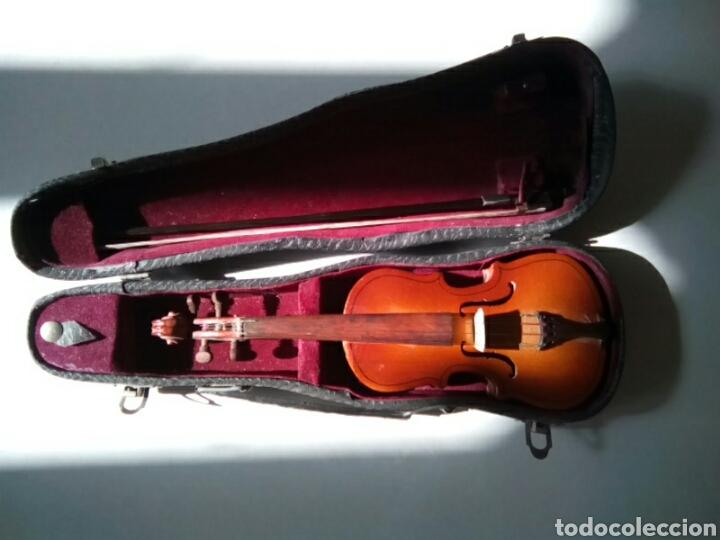 BONITO VIOLÍN EN MINIATURA.DECORATIVO . (Música - Instrumentos Musicales - Cuerda Antiguos)