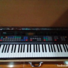 Instrumentos musicales: ANTIGUO TECLADO GRANDE CON MALETIN DE MADERA. Lote 180342342