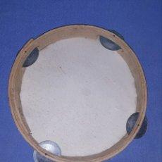 Instrumentos musicales: ANTIGUA PANDERETA DE MADERA Y PIEL Y CHIMS DOBLES DE METAL EN MUY BUEN ESTADO. Lote 180438437