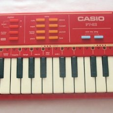 Instrumentos musicales: TECLADO CASIO PT-82 ROJO VINTAGE. Lote 235247700