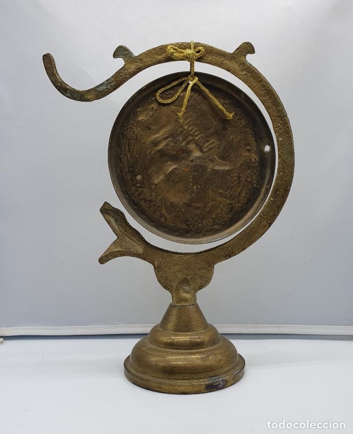 Instrumentos musicales: Gong antiguo árabe en bronce con forma de serpiente y motivos repujados a mano . - Foto 3 - 181201132