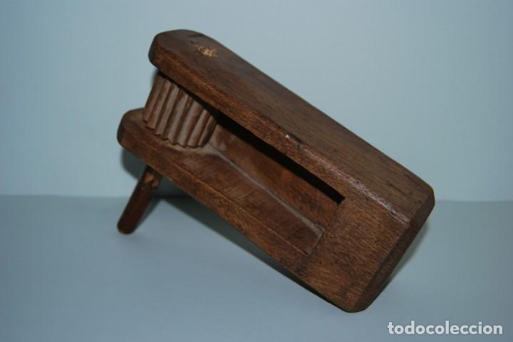 Instrumentos musicales: ANTIGUA MATRACA DE MADERA - CARRACA - INSTRUMENTO TRADICIONAL - CASTILLA - SEMANA SANTA - MISA - Foto 3 - 182716733