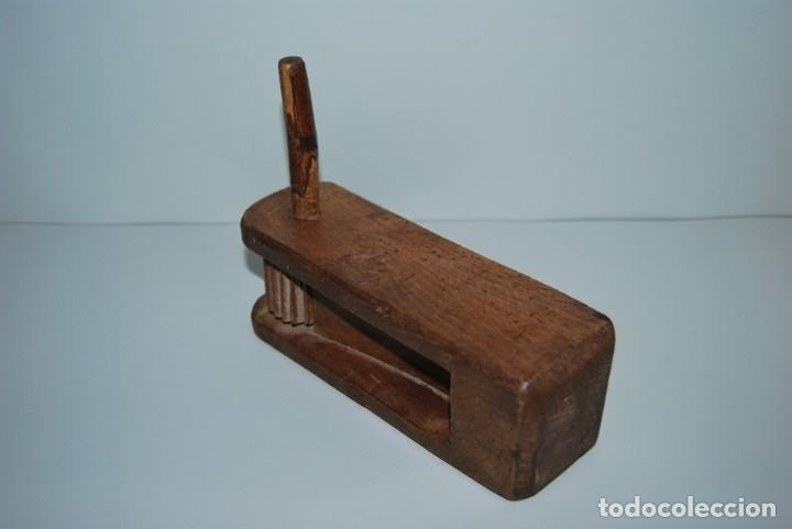Instrumentos musicales: ANTIGUA MATRACA DE MADERA - CARRACA - INSTRUMENTO TRADICIONAL - CASTILLA - SEMANA SANTA - MISA - Foto 10 - 182716733