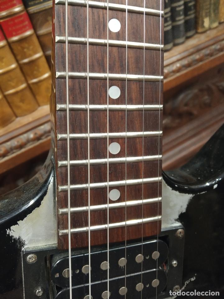 Instrumentos musicales: Impresionante guitarra eléctrica, réplica de James Hetfield Metallica. Grass Roots. Relicado. Funda. - Foto 5 - 183296600