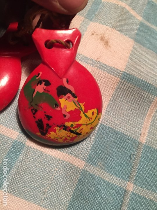 Instrumentos musicales: Antiguas castañuelas de baquelita roja pintadas a mano de los años 50-60 - Foto 6 - 183400665