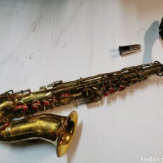 Instrumentos musicales: REPRODUCCIÓN DE UN SAXOFÓN ALTO BESSONS & CO CON MALETÍN - SAXO DE LATÓN. Lote 183456618