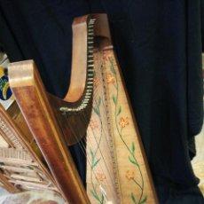 Instrumentos musicales: ARPA GRANDE DE MADERA . Lote 183760503