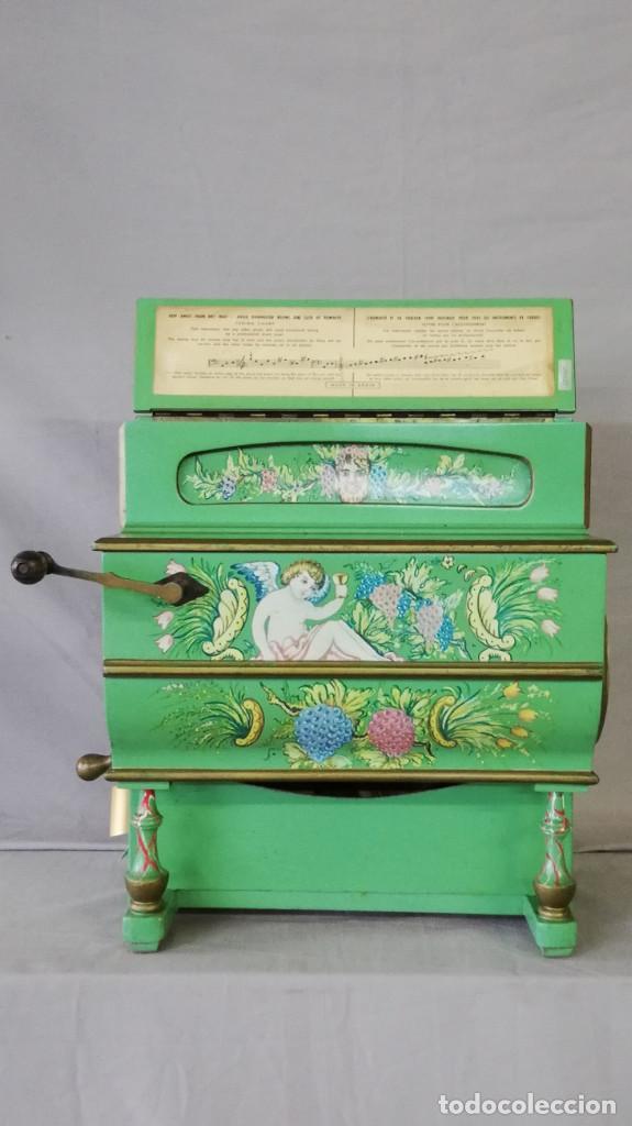 Instrumentos musicales: ORGANILLO DE MANIVELA VERDE MARCA FAVENTIA DE VICENTE LINARES - Foto 2 - 183801320