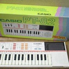 Instrumentos musicales: TECLADO ÓRGANO ELECTRÓNICO CASIO PT-82 ROM, CON CAJA. Lote 183860612