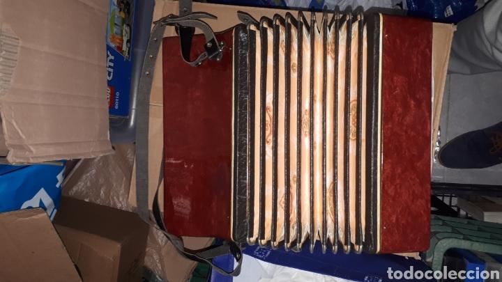 Instrumentos musicales: ANTIGUO ACORDEON RAZNO DE RUMANIA MADE IN URSS CON CAJA ANTIQUE ACCORDION BOX ROMANIAN RAZNO - Foto 2 - 183900212