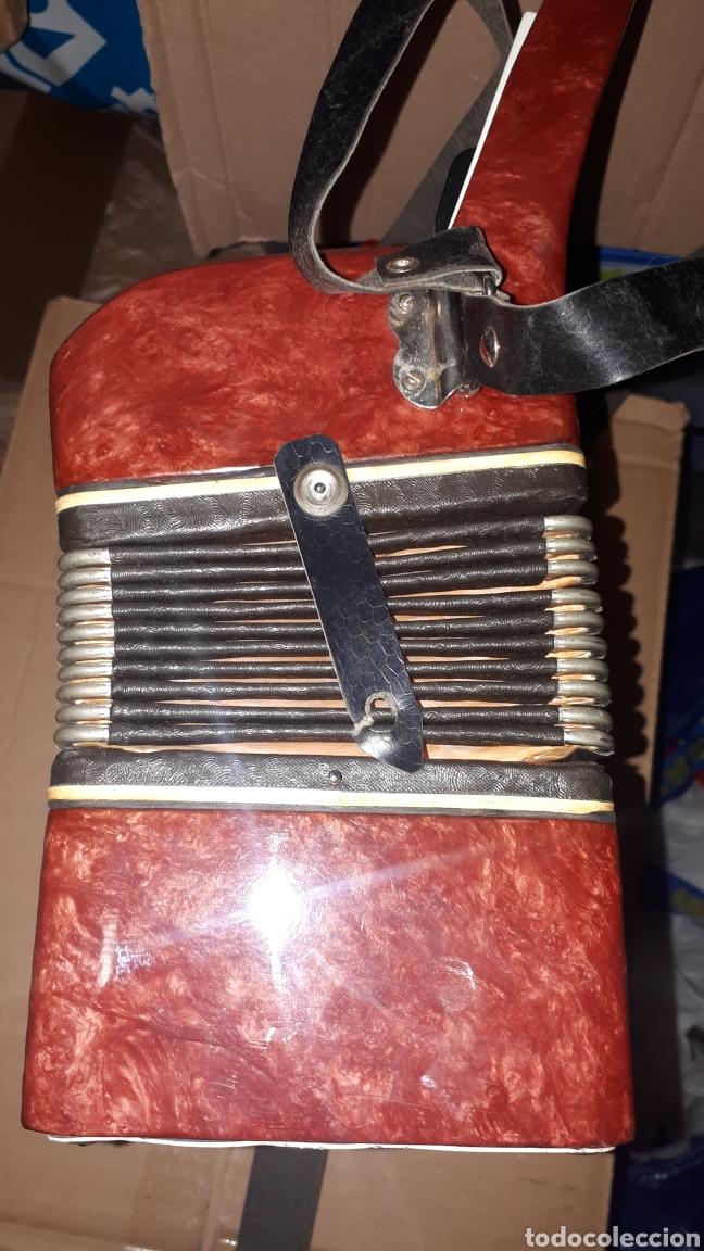 Instrumentos musicales: ANTIGUO ACORDEON RAZNO DE RUMANIA MADE IN URSS CON CAJA ANTIQUE ACCORDION BOX ROMANIAN RAZNO - Foto 4 - 183900212