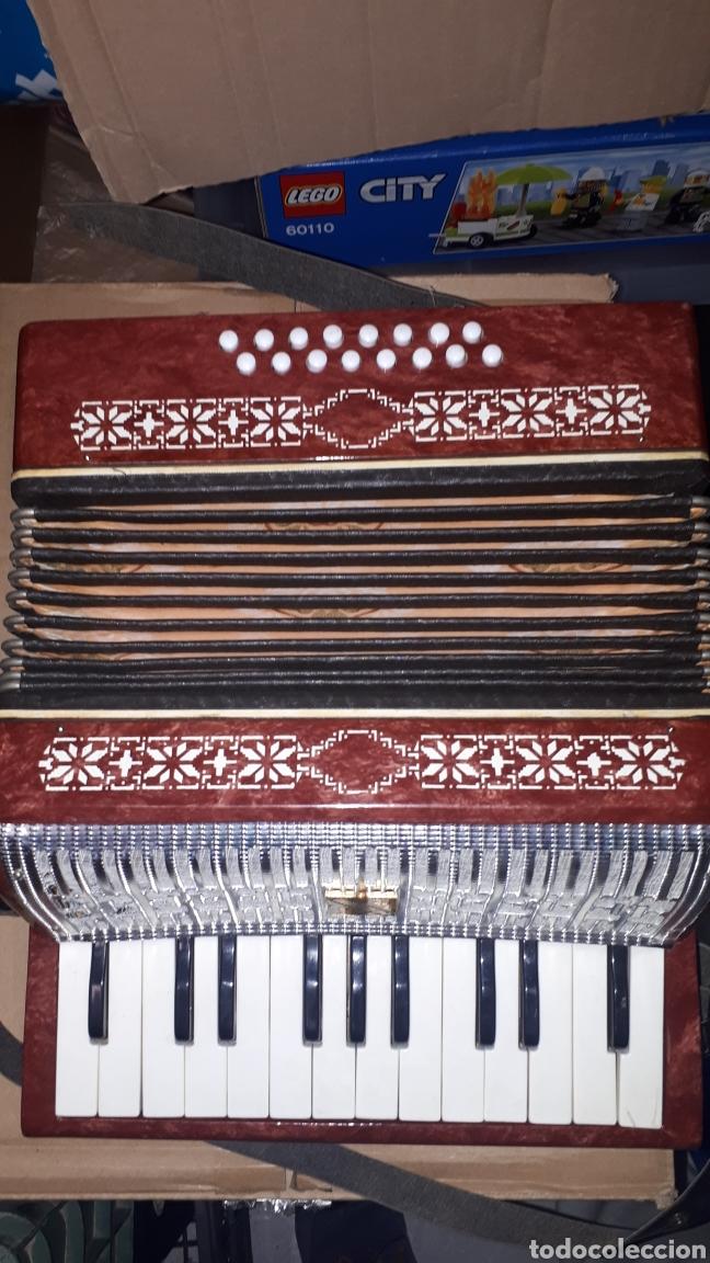 Instrumentos musicales: ANTIGUO ACORDEON RAZNO DE RUMANIA MADE IN URSS CON CAJA ANTIQUE ACCORDION BOX ROMANIAN RAZNO - Foto 6 - 183900212