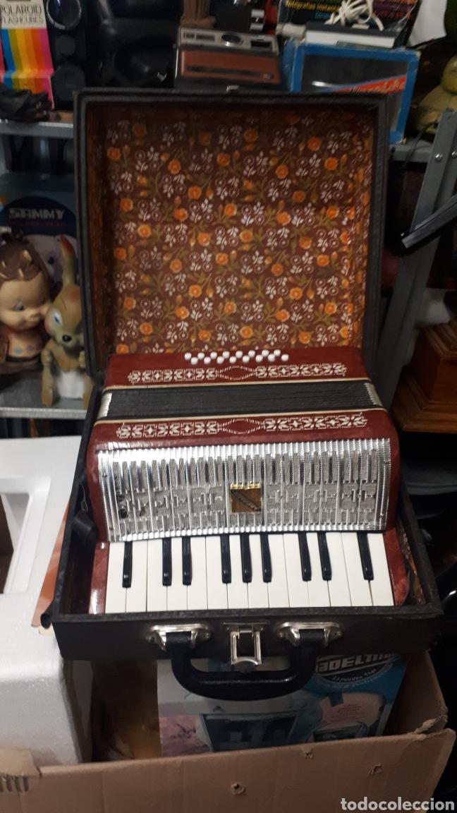 Instrumentos musicales: ANTIGUO ACORDEON RAZNO DE RUMANIA MADE IN URSS CON CAJA ANTIQUE ACCORDION BOX ROMANIAN RAZNO - Foto 9 - 183900212