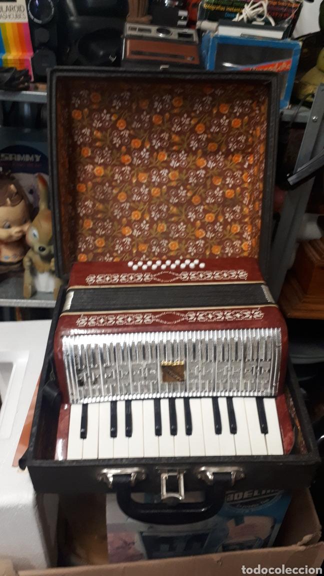 ANTIGUO ACORDEON RAZNO DE RUMANIA MADE IN URSS CON CAJA ANTIQUE ACCORDION BOX ROMANIAN RAZNO (Música - Instrumentos Musicales - Viento Madera)