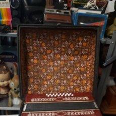 Instrumentos musicales: ANTIGUO ACORDEON RAZNO DE RUMANIA MADE IN URSS CON CAJA ANTIQUE ACCORDION BOX ROMANIAN RAZNO. Lote 183900212