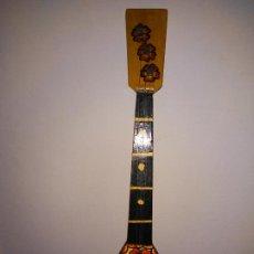 Instrumentos musicales: PEQUEÑA BALALAIKA DECORATIVA DE MADERA. Lote 186287025