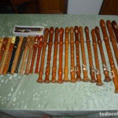 Instrumentos musicales: LOTE DE 30 FLAUTAS ANTIGUAS. Lote 186418828