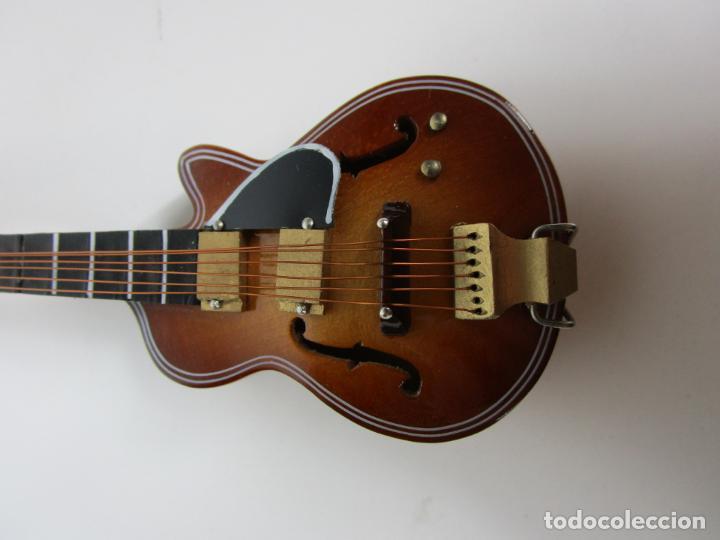Instrumentos musicales: Guitarra Eléctrica Bajo, Miniatura - Madera - con Estuche - Guitarra Bajo 16 Altura - Foto 4 - 189605803