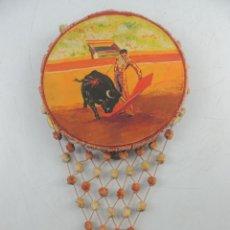 Instrumentos musicales: ANTIGUA PANDERETA DECORADA CON DIBUJO TAUROMAQUIA CON BORLONES DE COLORES TORERO Y TORO. Lote 190180576