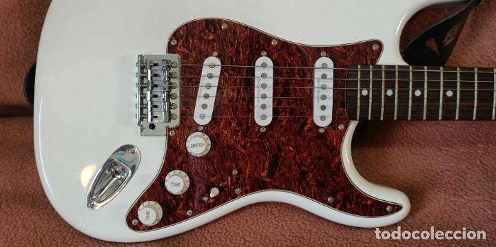 Instrumentos musicales: Guitarra Squier Fender Stratocaster, año 2007 Como Nueva - Foto 5 - 190449506
