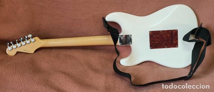 Instrumentos musicales: Guitarra Squier Fender Stratocaster, año 2007 Como Nueva - Foto 6 - 190449506