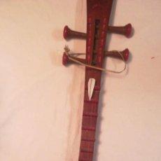 Instrumentos Musicais: INSTRUMENTO MUSICAL DE 4 CUERDAS DE ASICA CENTRAL. DECORADO Y DORADO A MANO.. Lote 190591855