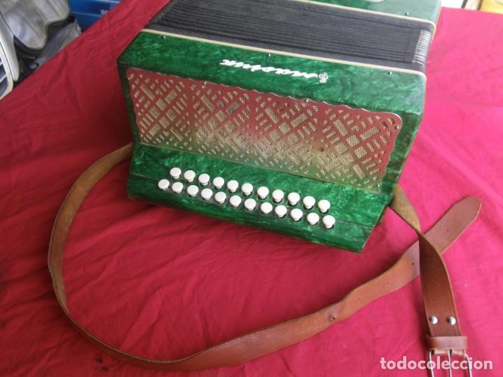 ANTIGUO ACORDEON FUNCIONANDO BIEN , MUY BONITO ..VER (Música - Instrumentos Musicales - Viento Metal)