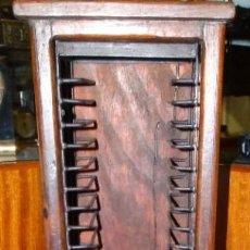 Instrumentos musicales: TORRE DE MUEBLE PARA CD DE MÚSICA. Lote 192920193