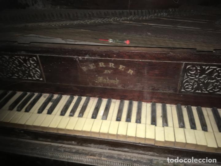 Instrumentos musicales: Antiguo piano clavicordio Ferrer Madrid, está para restaurar. Nogal mide 175x70x84 Vilr - Foto 4 - 193074823