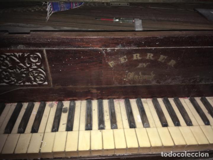 Instrumentos musicales: Antiguo piano clavicordio Ferrer Madrid, está para restaurar. Nogal mide 175x70x84 Vilr - Foto 10 - 193074823