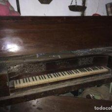 Instrumentos musicales: ANTIGUO PIANO CLAVICORDIO FERRER MADRID, ESTÁ PARA RESTAURAR. NOGAL MIDE 175X70X84 VILR. Lote 193074823