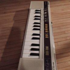Instrumentos musicales: ANTIGUO TECLADO CASIO CK-10 CON RADIO FUNCIONANDO PERFECTAMENTE.. Lote 193811837