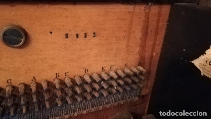 Instrumentos musicales: PIANO DE PARED FIRMA STAUB SIGLO XIX - Foto 9 - 193993358