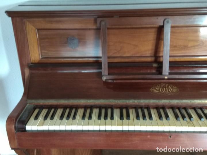 PIANO ANTIGUO DE ESTUDIO VERTICAL, COLOR NOGAL, MARCA ERARD. (Música - Instrumentos Musicales - Pianos Antiguos)