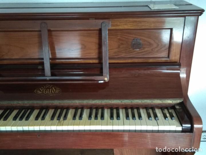 Instrumentos musicales: PIANO ANTIGUO DE ESTUDIO VERTICAL, COLOR NOGAL, MARCA ERARD. - Foto 2 - 194220297