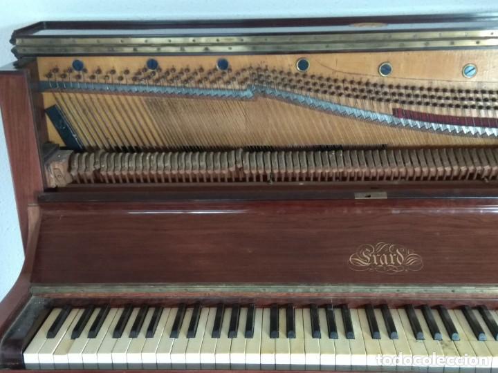 Instrumentos musicales: PIANO ANTIGUO DE ESTUDIO VERTICAL, COLOR NOGAL, MARCA ERARD. - Foto 5 - 194220297