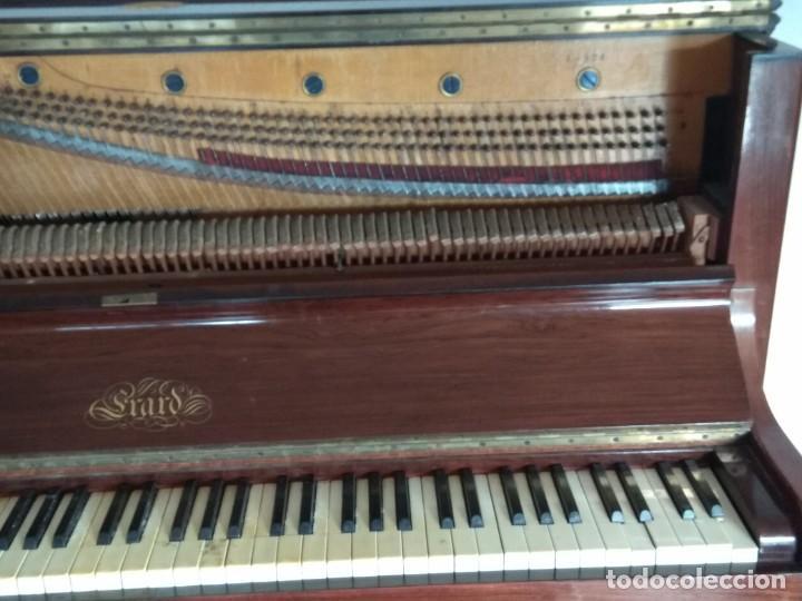 Instrumentos musicales: PIANO ANTIGUO DE ESTUDIO VERTICAL, COLOR NOGAL, MARCA ERARD. - Foto 6 - 194220297