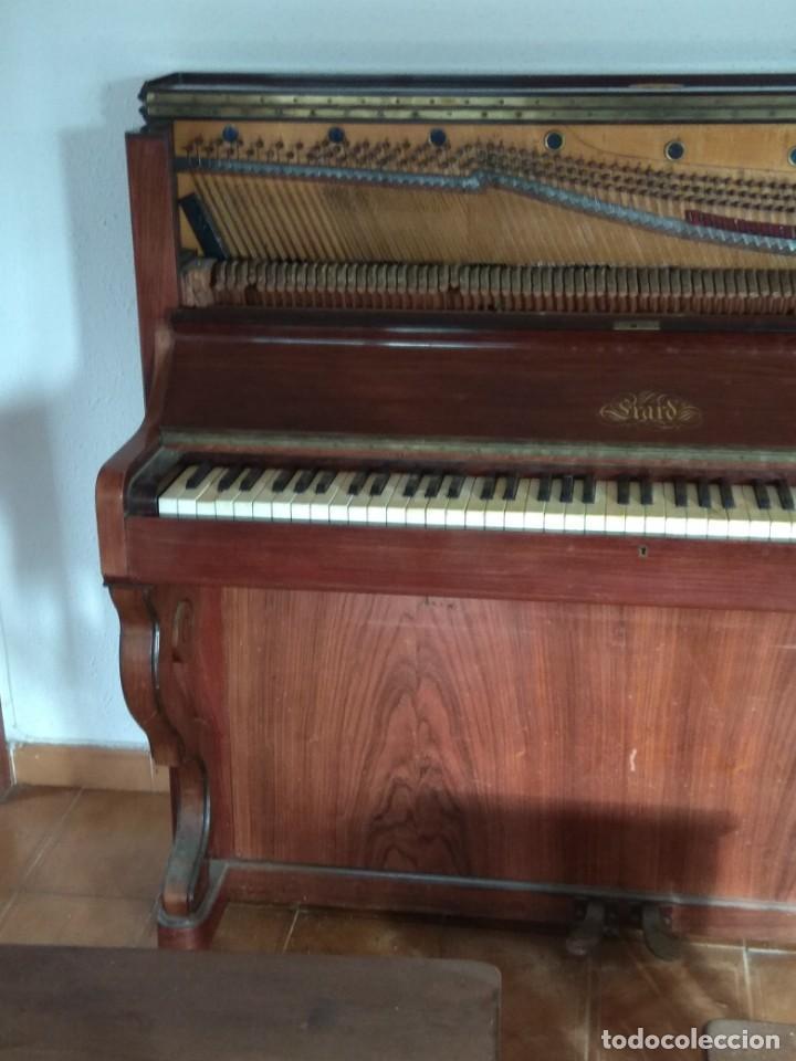 Instrumentos musicales: PIANO ANTIGUO DE ESTUDIO VERTICAL, COLOR NOGAL, MARCA ERARD. - Foto 8 - 194220297