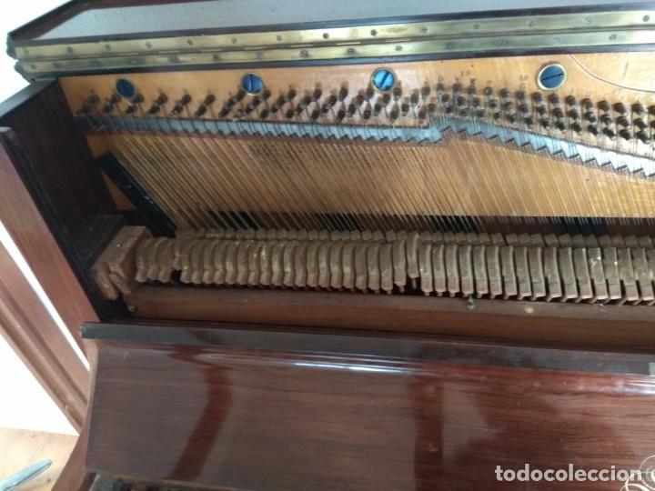Instrumentos musicales: PIANO ANTIGUO DE ESTUDIO VERTICAL, COLOR NOGAL, MARCA ERARD. - Foto 10 - 194220297