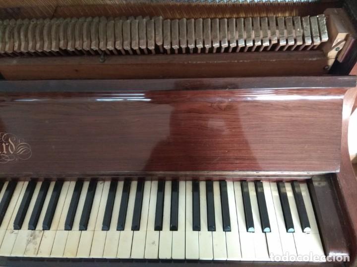 Instrumentos musicales: PIANO ANTIGUO DE ESTUDIO VERTICAL, COLOR NOGAL, MARCA ERARD. - Foto 12 - 194220297