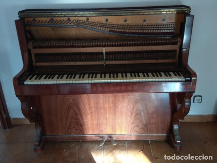 Instrumentos musicales: PIANO ANTIGUO DE ESTUDIO VERTICAL, COLOR NOGAL, MARCA ERARD. - Foto 21 - 194220297