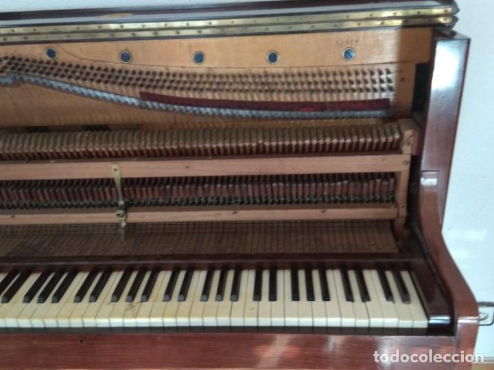Instrumentos musicales: PIANO ANTIGUO DE ESTUDIO VERTICAL, COLOR NOGAL, MARCA ERARD. - Foto 22 - 194220297