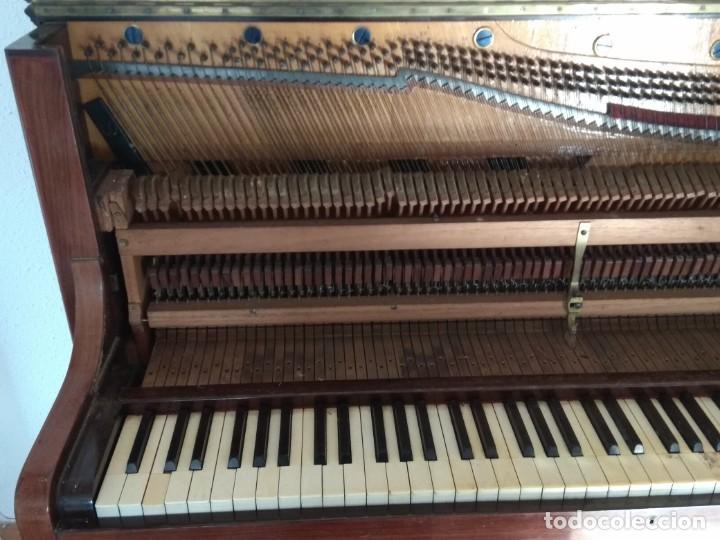 Instrumentos musicales: PIANO ANTIGUO DE ESTUDIO VERTICAL, COLOR NOGAL, MARCA ERARD. - Foto 23 - 194220297
