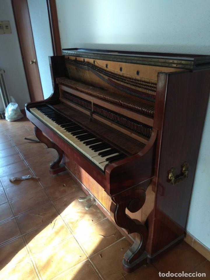 Instrumentos musicales: PIANO ANTIGUO DE ESTUDIO VERTICAL, COLOR NOGAL, MARCA ERARD. - Foto 24 - 194220297