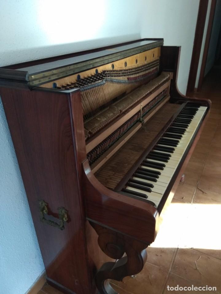 Instrumentos musicales: PIANO ANTIGUO DE ESTUDIO VERTICAL, COLOR NOGAL, MARCA ERARD. - Foto 25 - 194220297